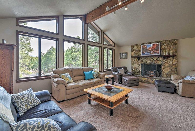 Flagstaff Home w/Back Deck - 5 Mi to Downtown, location de vacances à Kachina Village