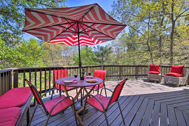 Lovely Lake Arrowhead Home w/ Bikes: Pet Friendly!, holiday rental in Victorville