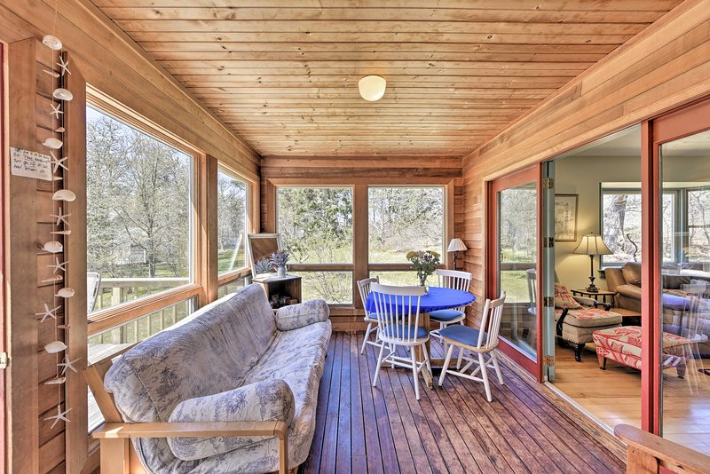 Chilmark House w/Sunroom on Martha's Vineyard – semesterbostad i Aquinnah