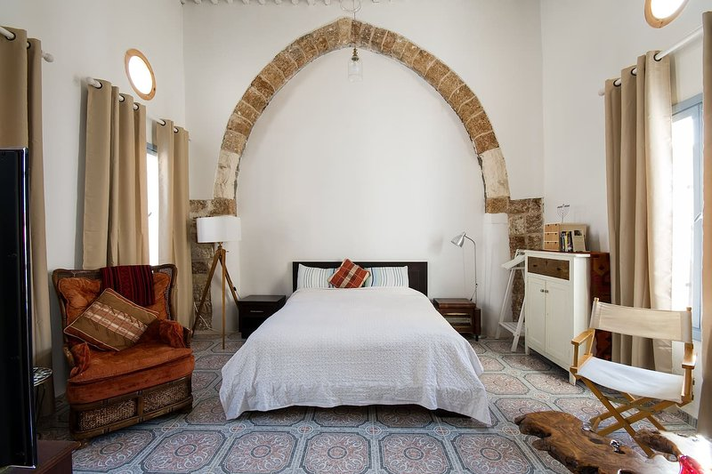 ~Al Idrisi~ Romantic Rooftop in the Old City, vacation rental in Mi'ilya