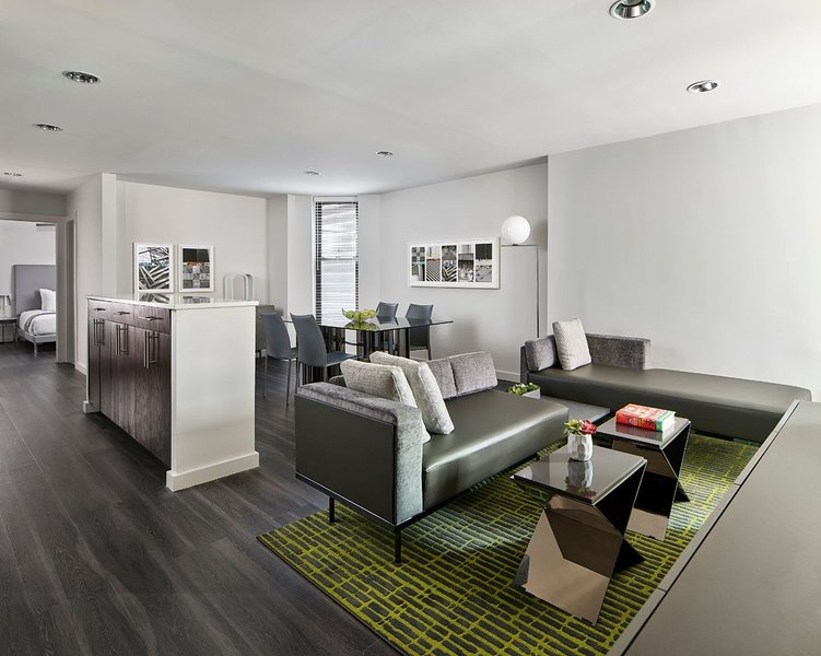 Spacious Two Bedroom Premium suite with Full Kitchen, vakantiewoning in New York