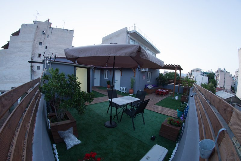 Lovely Renovated apartment with Roof Garden, holiday rental in Chaidari