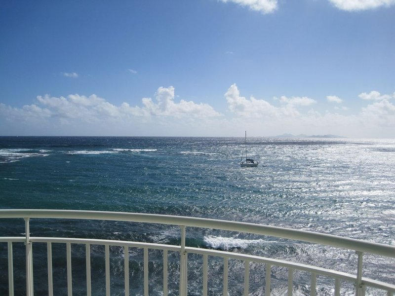 Spectacular St.Maarten Oceanfront Penthouse Condo Private Pool//Roofdeck, OBBR, holiday rental in Oyster Pond