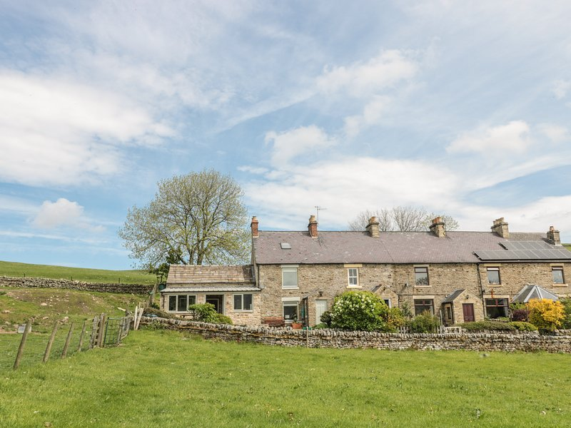 HOODGILL BARN, hot tub, woodburner, views, WiFi, en-suite, pets welcome, near, casa vacanza a Middleton in Teesdale