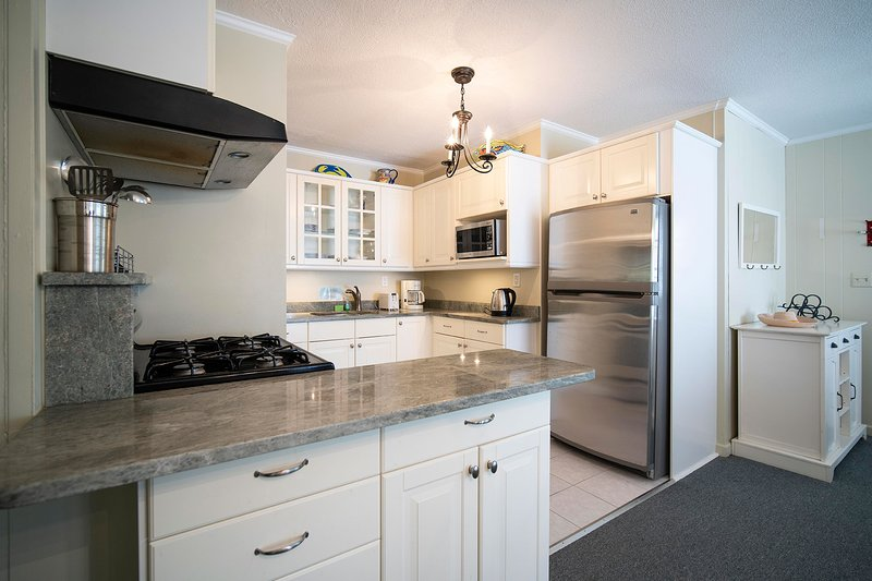 NEW LISTING! Captain Gosnold Village - 1BR Cottage (Unit 18A) - Walk to Beach, holiday rental in Hyannis