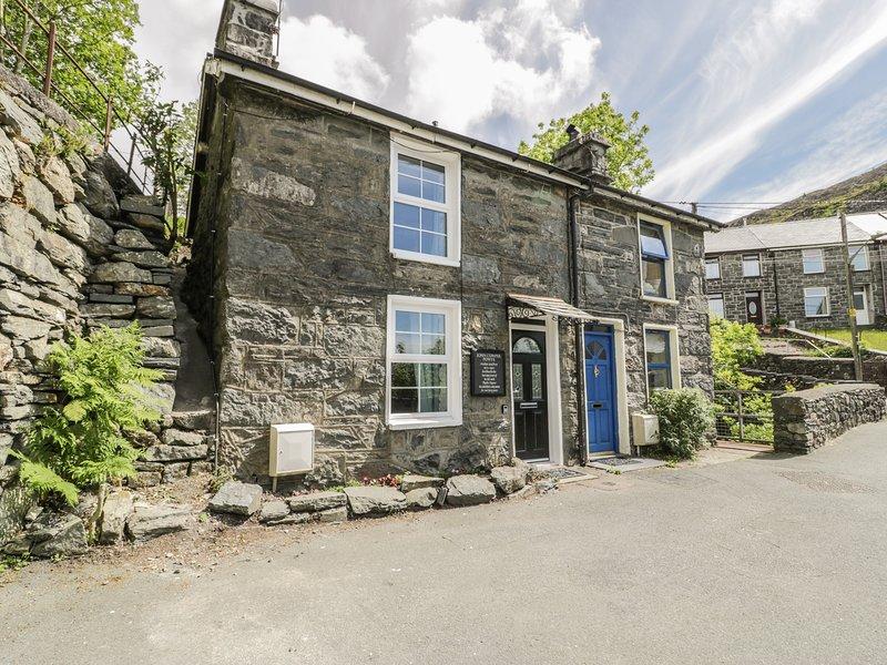 1 WATERLOO COTTAGE, historic stone cottage, Blaenau Ffestiniog, holiday rental in Llan Ffestiniog