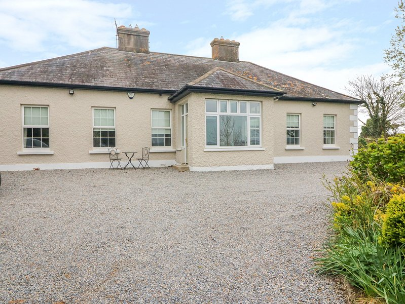 BAWNACOMERA, WiFi, Open fire, En-suite, Youghal, holiday rental in Clashmore