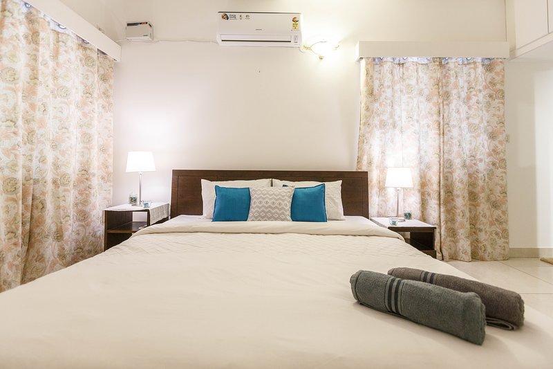 Master Bedroom - Deze kamer is voorzien van airconditioning en heeft een eigen badkamer