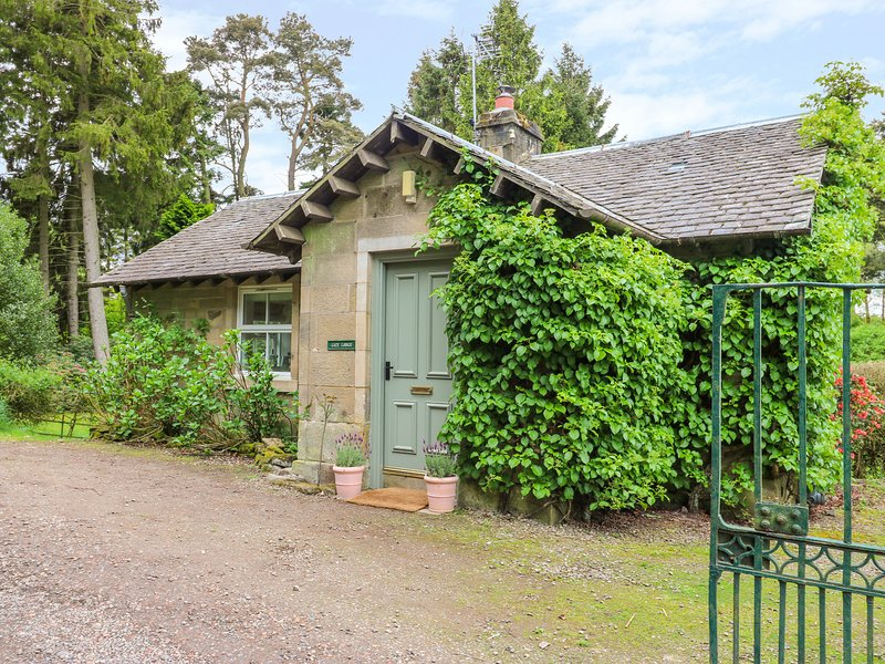 GATE LODGE, WiFi, woodburner, in West Calder, holiday rental in Bathgate