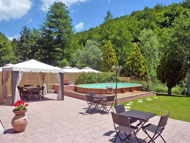 Fascinating Medieval Inn on the Pistoia Area with Pool and 4 bedrooms en Suite, alquiler de vacaciones en Lizzano in Belvedere