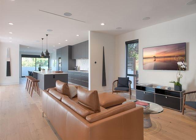 Big, Modern & Sleek - Upscale Venice Beach Getaway, vacation rental in Santa Monica