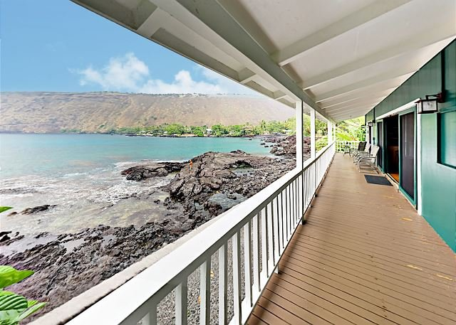 Oceanfront Kealakekua Bay Retreat w/ Breathtaking Views from Every Room, location de vacances à Captain Cook