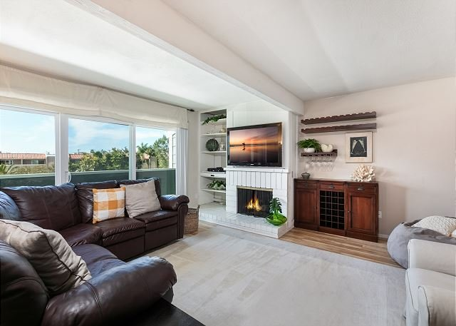 Spacious Home w/ Fenced Patio, Grill & Balcony - 1 Mile to Beach & Pier Ave, holiday rental in Lawndale