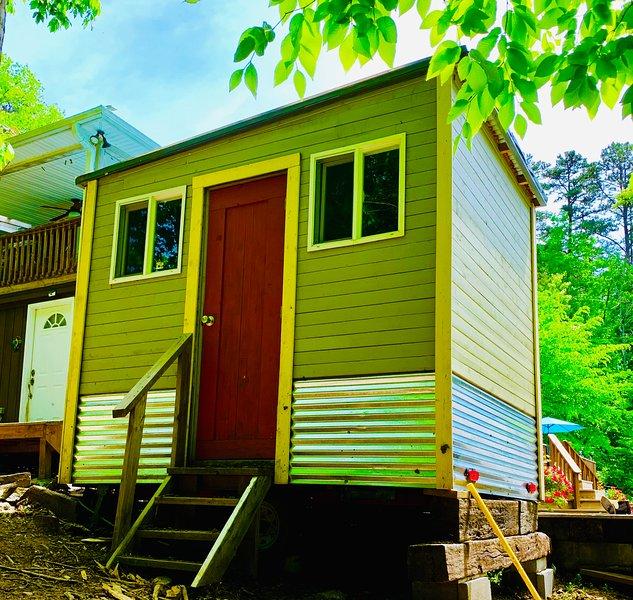 Norris Lake Front! TN -Tiny Home/Glamper + Available Studio, 2 Rooms & Tents!, alquiler de vacaciones en Sharps Chapel