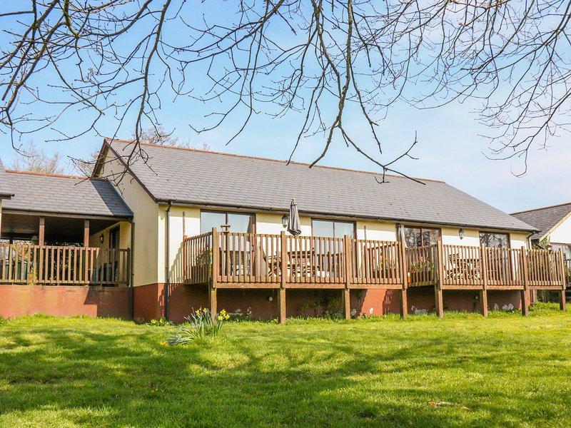 KESTREL, WiFi, Open-plan living, Wheelchair-friendly, near Holsworthy, vacation rental in Virginstow