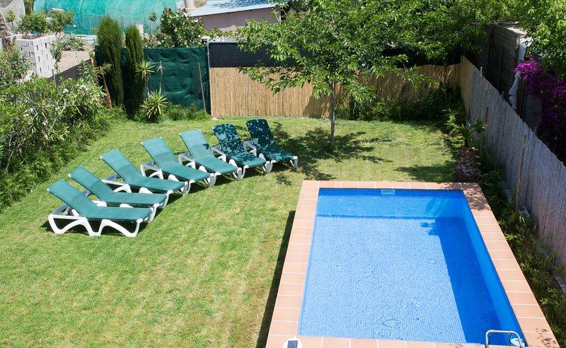 Villa Cristina 7-9 personas a 10 min de la playa, vacation rental in L'Eucaliptus
