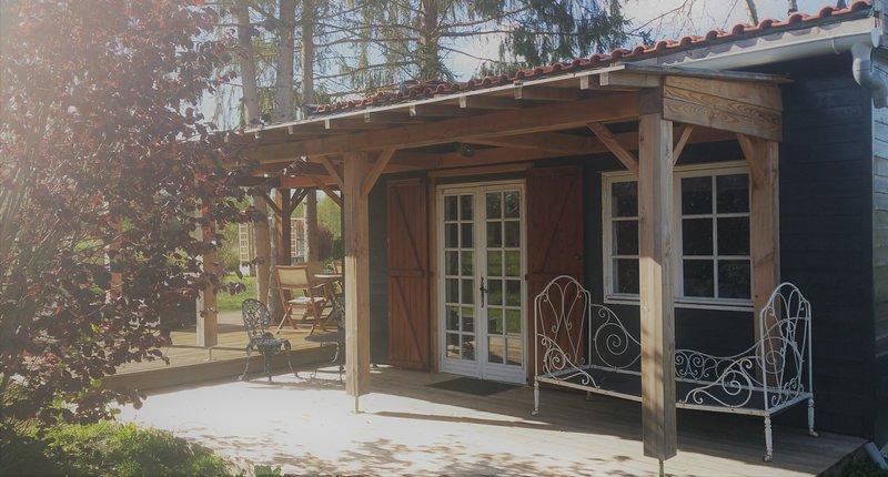 Romantische,Rustieke ruime Lodge  voor 4 pers op de grens Dordogne en Charente, holiday rental in Bonnes
