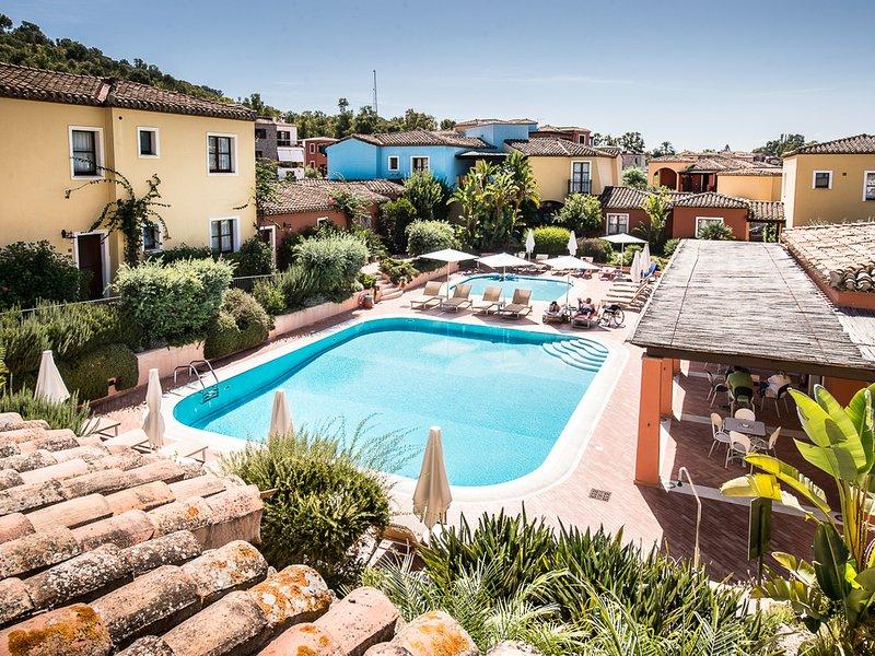 Tortoli Apartment Sleeps 6 with Pool Air Con and WiFi - 5248028, holiday rental in Ilbono