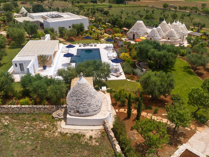 Casalini Villa Sleeps 16 with Pool Air Con and WiFi - 5764481, aluguéis de temporada em Masseria Piccola