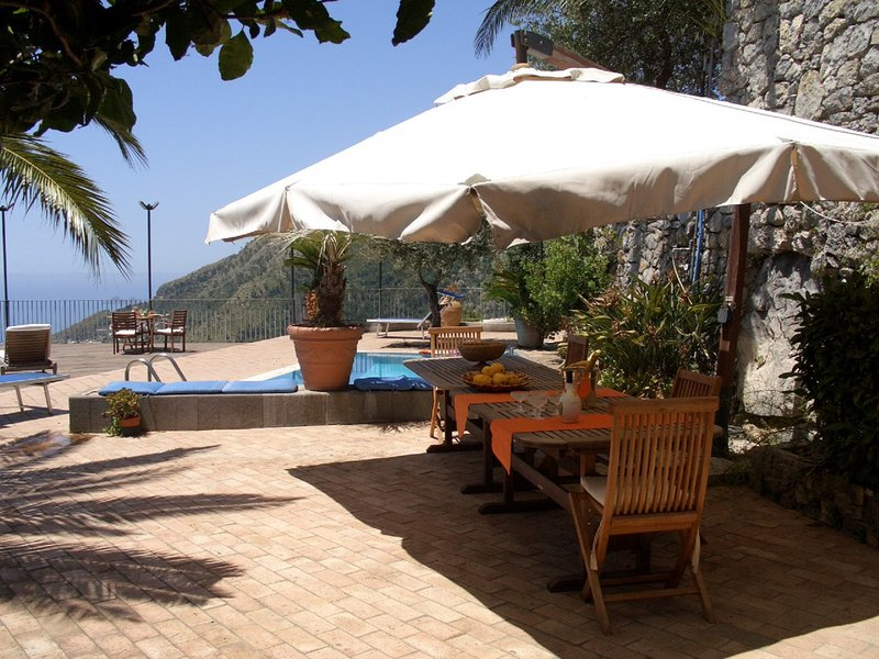 San Michele di Serino Villa Sleeps 14 with Pool Air Con and WiFi - 5768371 – semesterbostad i Furore
