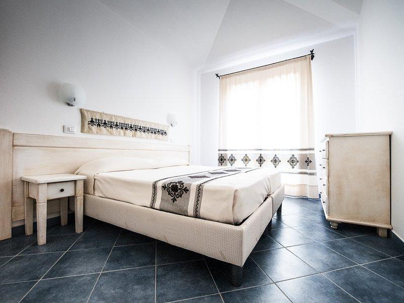 Tortoli Apartment Sleeps 4 with Pool Air Con and WiFi - 5248035, holiday rental in Ilbono
