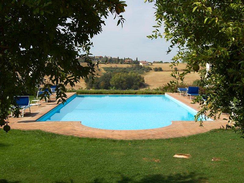 Strada Villa Sleeps 17 with Pool and WiFi - 5247500, holiday rental in Villastrada
