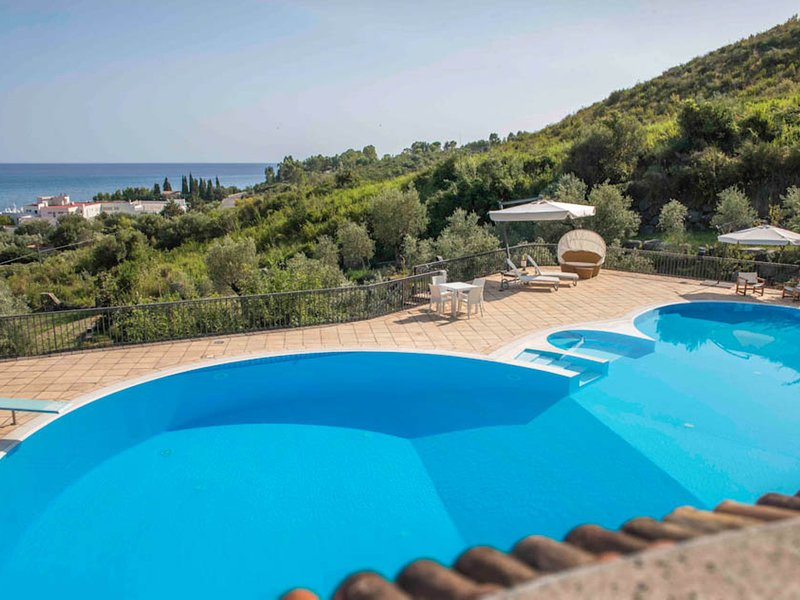 Vibonati Villa Sleeps 14 with Pool and WiFi - 5248273, vacation rental in Vibonati