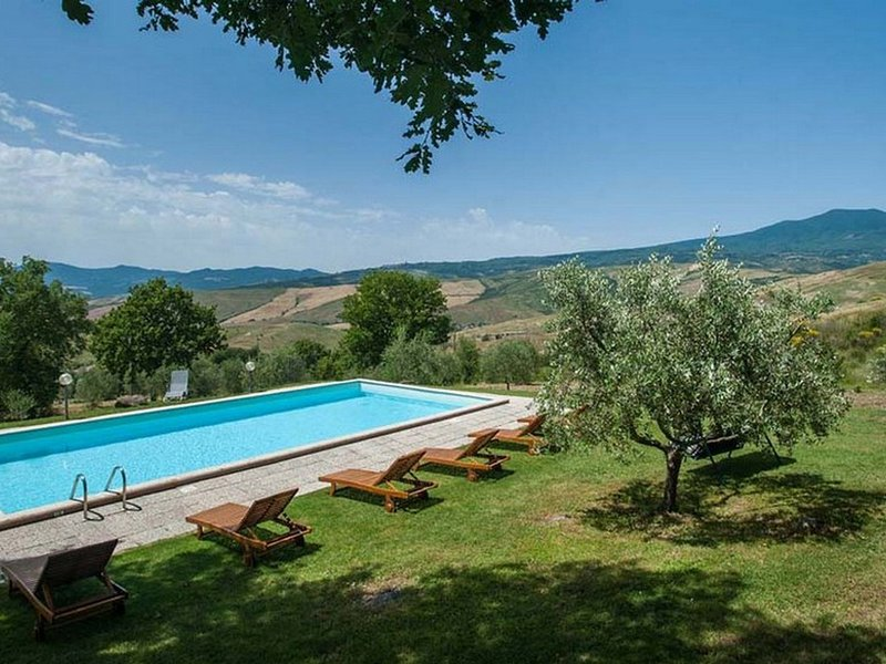 Radicofani Villa Sleeps 12 with Pool and WiFi - 5247824, holiday rental in Radicofani