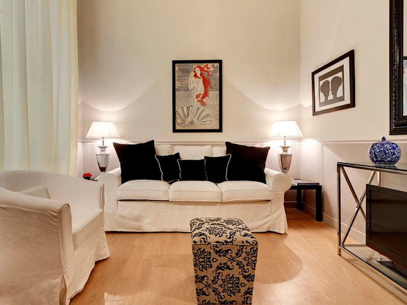 Florence Apartment Sleeps 2 with WiFi - 5248157, holiday rental in San Martino alla Palma