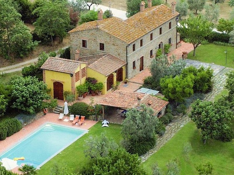 San Giusto a Fortuna Villa Sleeps 8 with Pool Air Con and WiFi - 5247624, vacation rental in Bacchereto