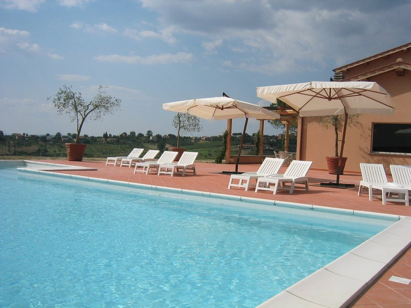 Magliano Sabina Villa Sleeps 8 with Pool and WiFi - 5248393, location de vacances à Magliano Sabina