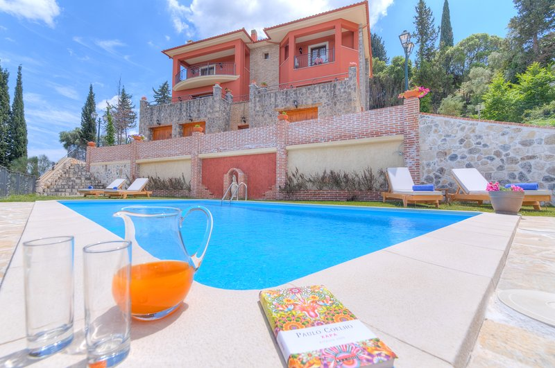 Children friendly Villa with Pool & Gym close to Beach & Yacht Marina, holiday rental in Evropouli