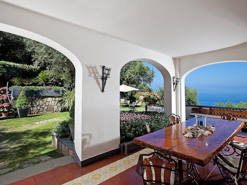 Sorrento Villa Sleeps 10 with Pool Air Con and WiFi - 5248180, vacation rental in Marina di Puolo