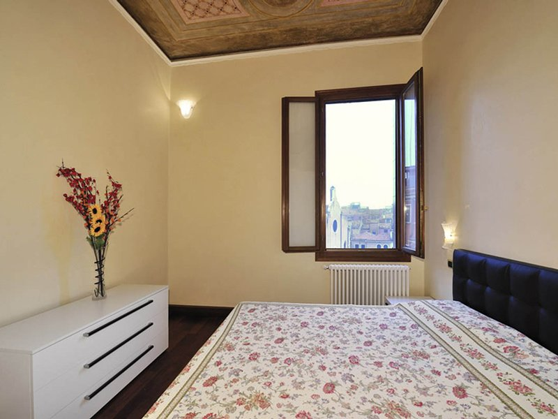 Vignola Piccola Apartment Sleeps 7 with Air Con and WiFi - 5248503, vacation rental in Lido di Venezia