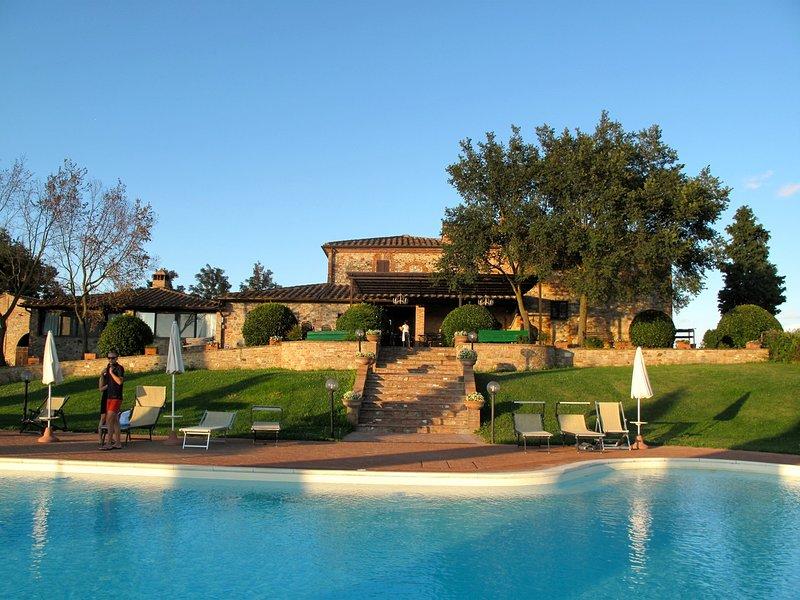 Sinalunga Villa Sleeps 24 with Pool and WiFi - 5343682, vacation rental in Amorosa
