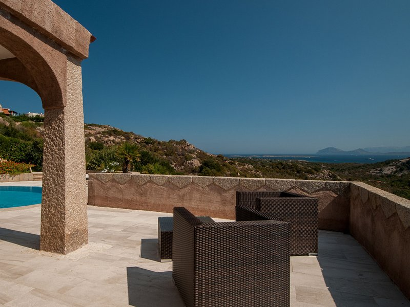 Abbiadori Villa Sleeps 9 with Pool Air Con and WiFi - 5343685, holiday rental in Cala di Volpe