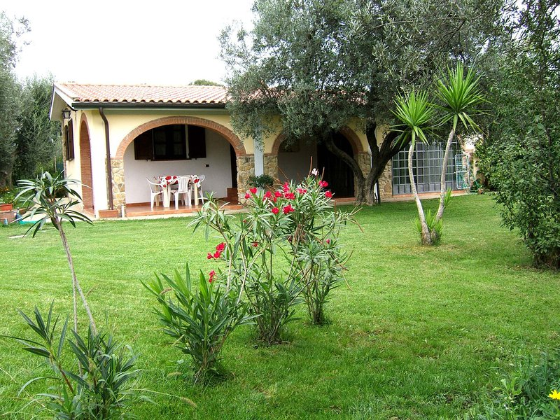 Bibbona Villa Sleeps 4 with Pool Air Con and WiFi - 5247835, vacation rental in Bibbona