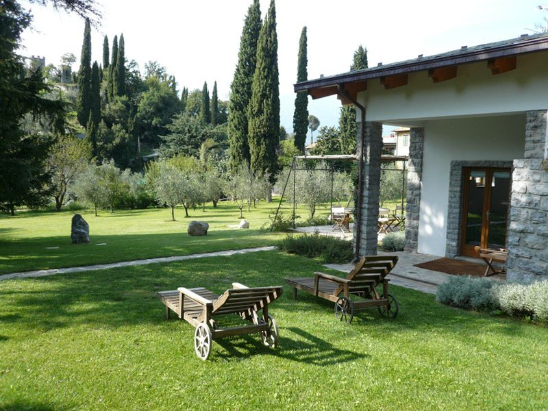 Varenna Villa Sleeps 4 with Pool Air Con and WiFi - 5248344, holiday rental in Vezio