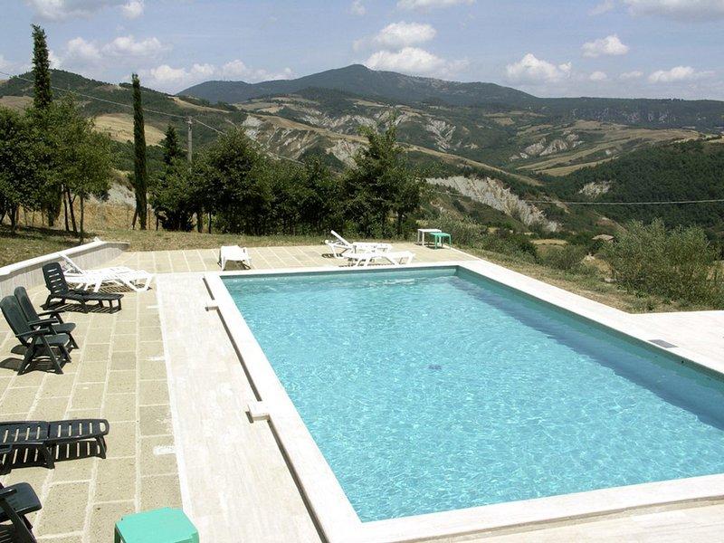 Celle sul Rigo Villa Sleeps 12 with Pool and WiFi - 5247907, vacation rental in Casciano