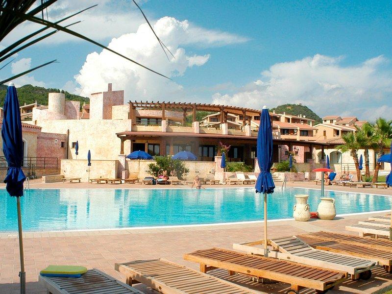 Villaputzu Apartment Sleeps 6 with Pool Air Con and WiFi - 5248031, vacation rental in Villaputzu