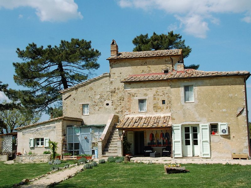 San Casciano dei Bagni Villa Sleeps 8 with Pool and WiFi - 5395013, holiday rental in Fighine
