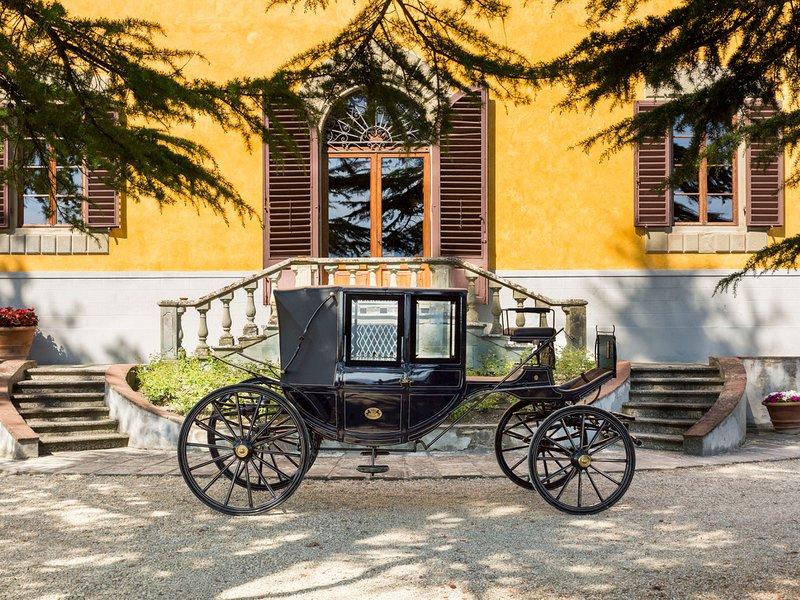 Molezzano Villa Sleeps 32 with Pool Air Con and WiFi - 5247617, casa vacanza a Ronta