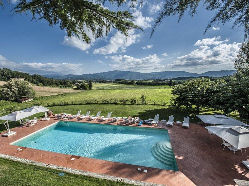 Molezzano Villa Sleeps 20 with Pool Air Con and WiFi - 5712755, casa vacanza a Ronta