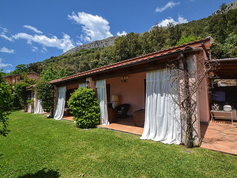 Maratea Villa Sleeps 11 with Pool Air Con and WiFi - 5247488, location de vacances à Maratea
