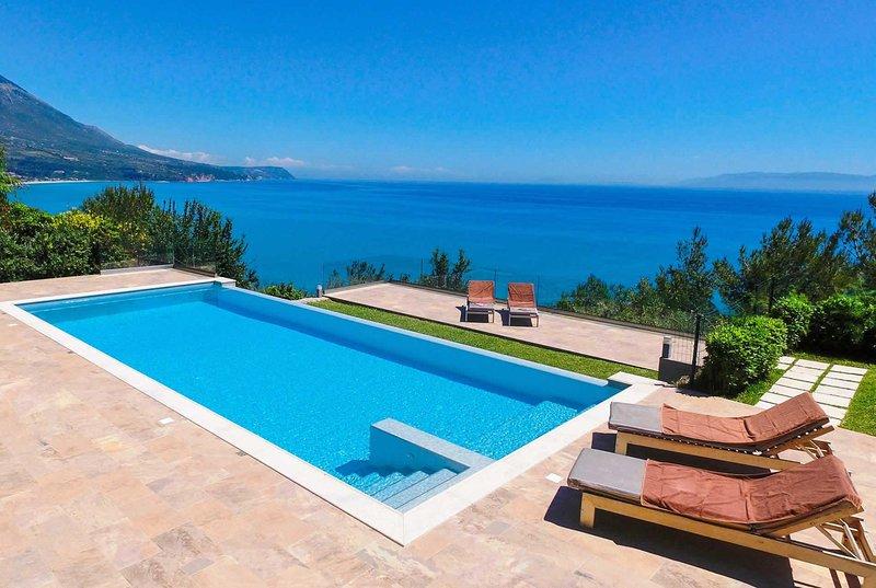 Luxury villa in stunning cliff top scenery, vacation rental in Mousata