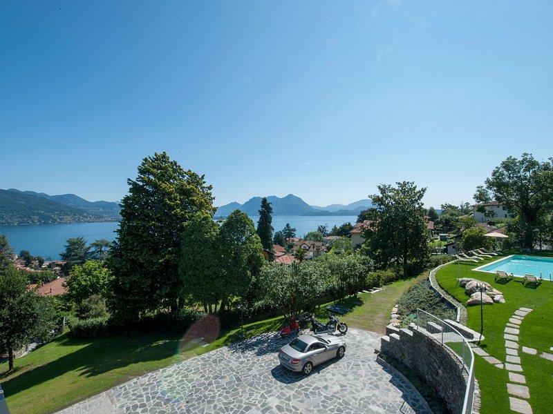 Baveno Villa Sleeps 10 with Pool Air Con and WiFi - 5676526, holiday rental in Baveno