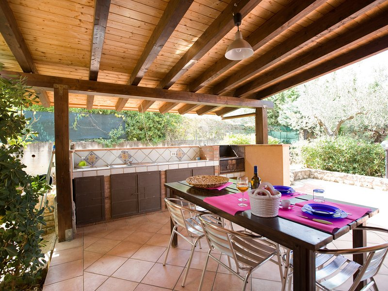 Case Di Bartolo Villa Sleeps 8 with Pool Air Con and WiFi - 5247385, location de vacances à Case Di Girolamo