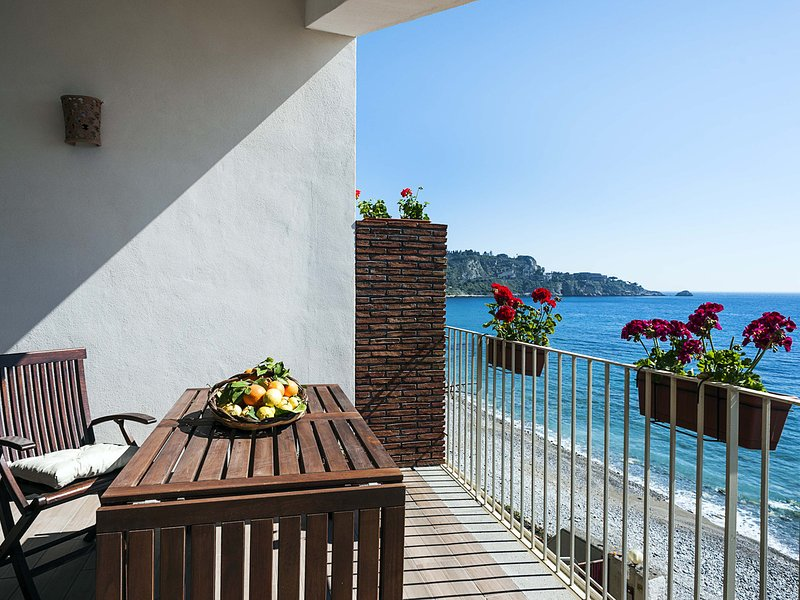 Villagonia Apartment Sleeps 2 with Air Con and WiFi - 5247326, vacation rental in Villagonia