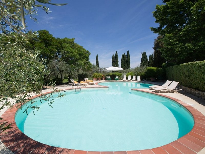 Cortine Villa Sleeps 10 with Pool Air Con and WiFi - 5247628, holiday rental in Isole