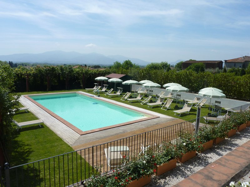 Corte Polito Villa Sleeps 27 with Pool Air Con and WiFi - 5312301, location de vacances à Segromigno in Monte
